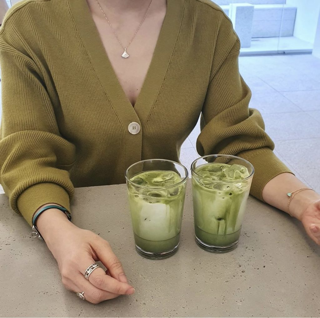 Kiwi, banana, & spinach smoothie